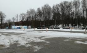 Koroonatestimise telk Tartu lauluväljaku parklas