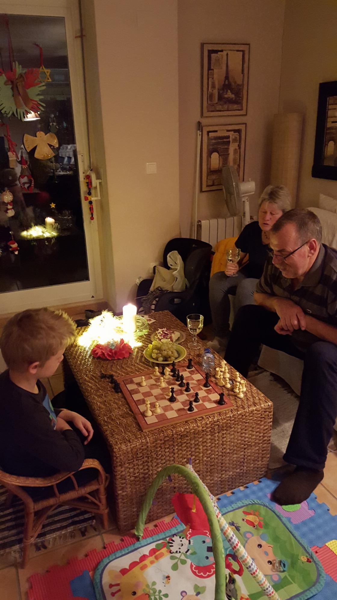 Partii vanaisa Arvo ja 8-aastase Juhan Markuse vahel