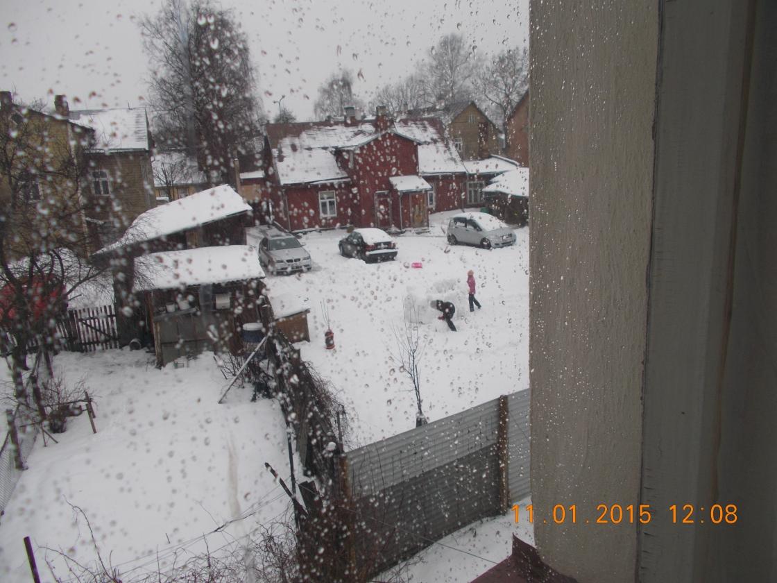 Naabrilapsed lumekindlust ehitamas