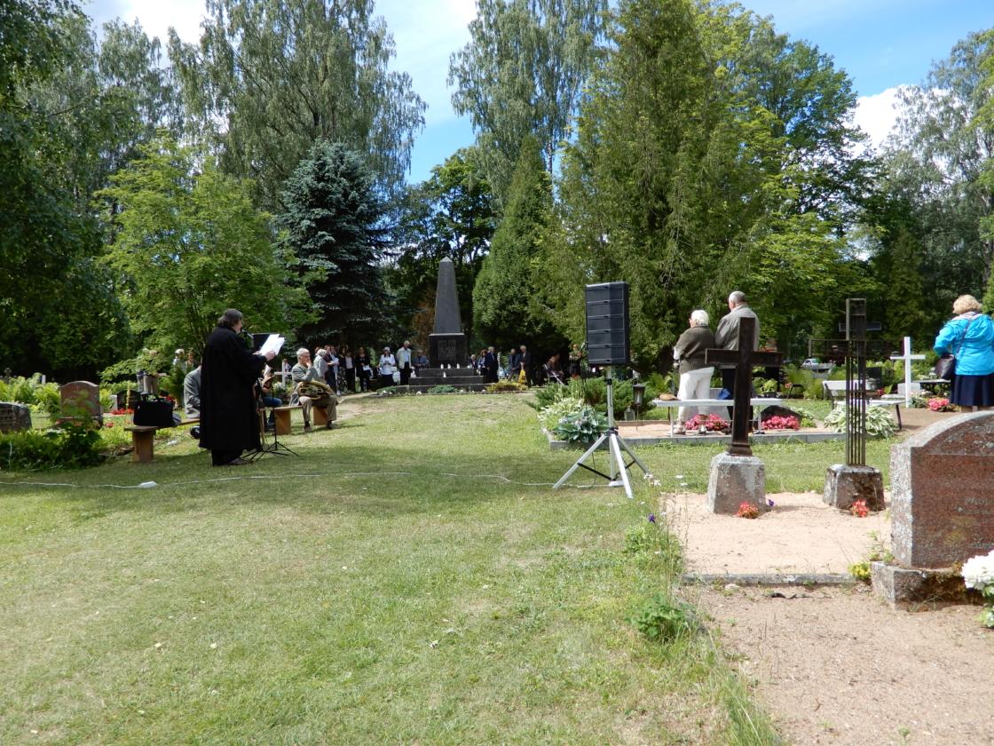 Surnuaiapüha Kodavere surnuaial Vabadussamba juures