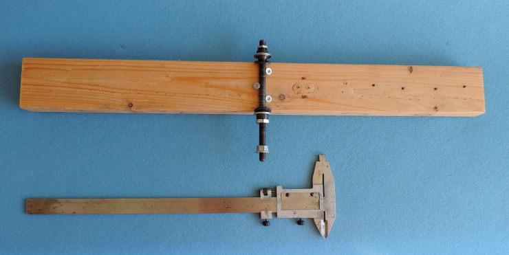 Tööriist jalgratta tagumise käiguvahetaja riputuskronsteini rihtimiseks