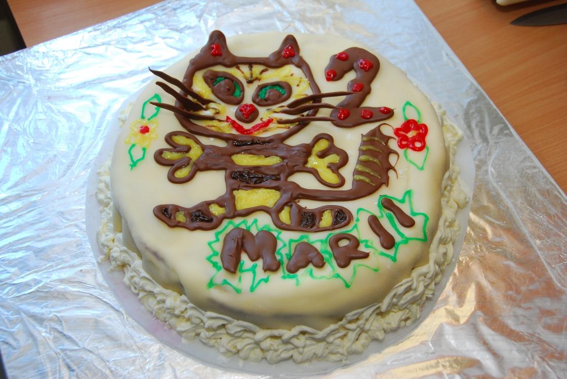 Isetehtud martsipanikattega tort