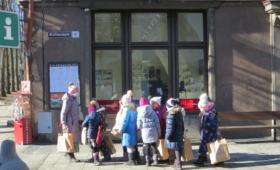 Lapsed Barbora pakkidega