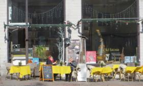 Esimesed tänavakohvikud