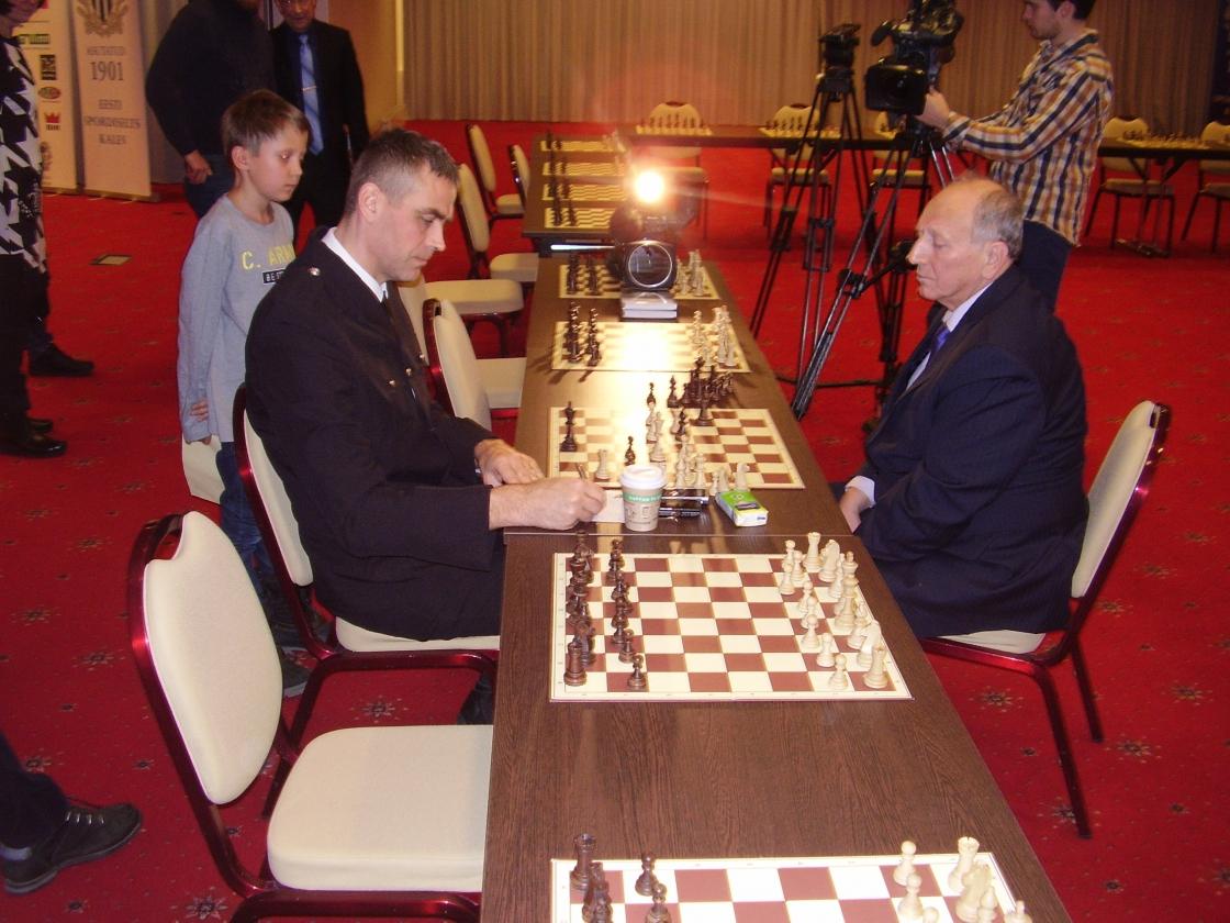 Simultaan suurmeister Jevgeni Svešnikoviga (2)