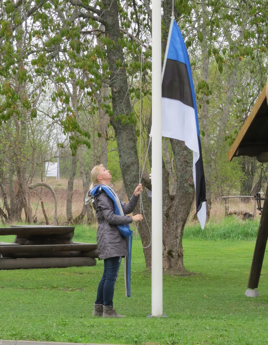 Lipu heiskamine emadepäeval