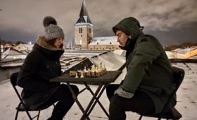 Talvine malemäng Tartu vanalinna katusel